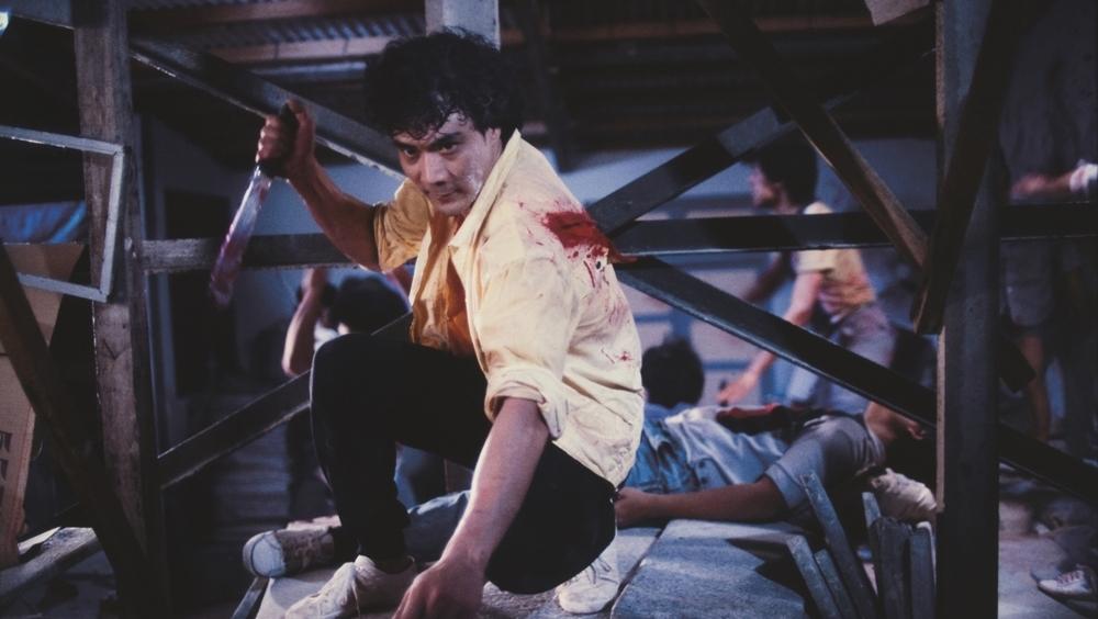 Vĩ Khùng từng là thành viên băng đảng nhưng đã quyết rửa tay gác kiếm, rời xa thế giới ngầm để nuôi con sau khi vợ mất.