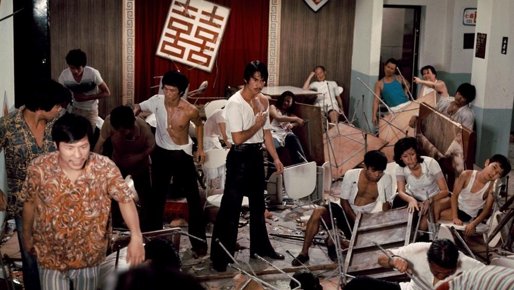 Cảnh đánh chiếm trà quán đầy kịch tính trong phim ''The Tea House''