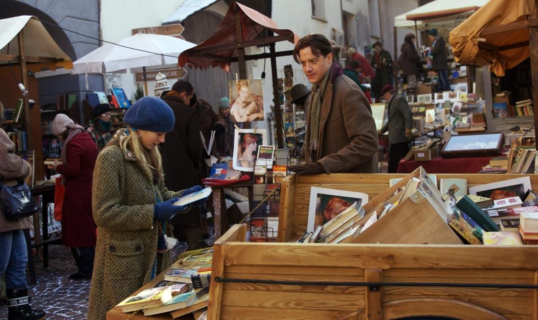 Cha con Mortimer Folchart và Meggie tại một hội chợ sách cũ.