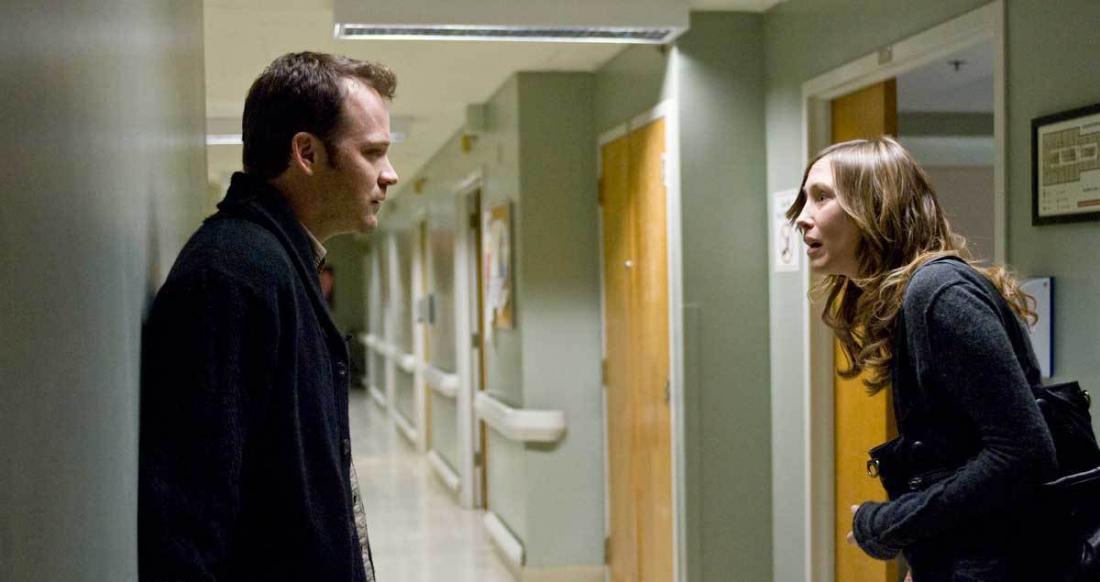 Sau khi nhận con nuôi, hai vợ chồng John và Kate bắt đầu bất đồng và rạn nứt.