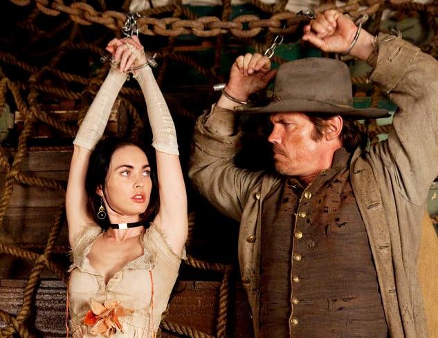 Josh Brolin vai Jonah Hex và cô đào nóng bỏng Megan Fox vai Lilah.