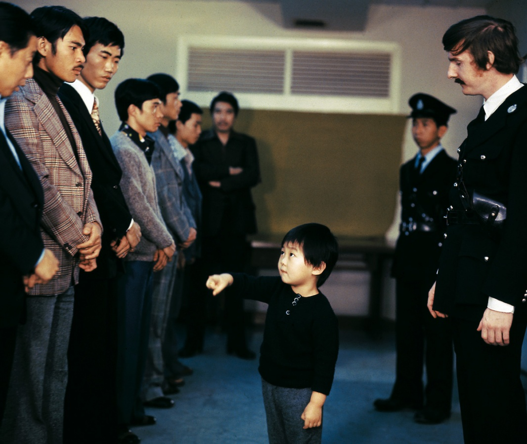 Cảnh sát cho người chỉ điểm đại ca Trịnh, trong đó có cả trẻ con.