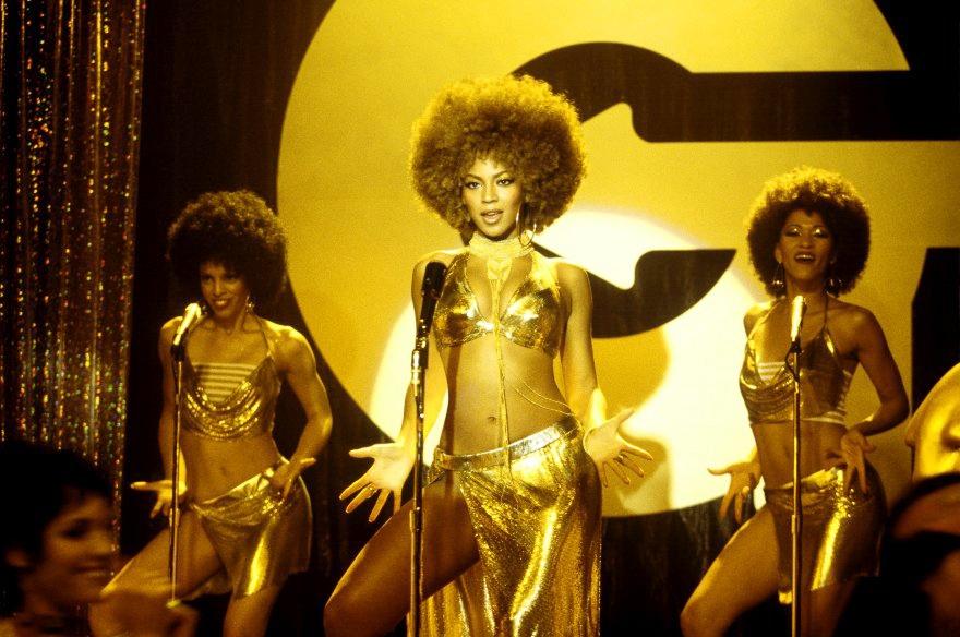 Nữ ca sĩ Beyoncé Knowles đảm nhận vai cô nàng nóng bỏng Foxxy Cleopatra.