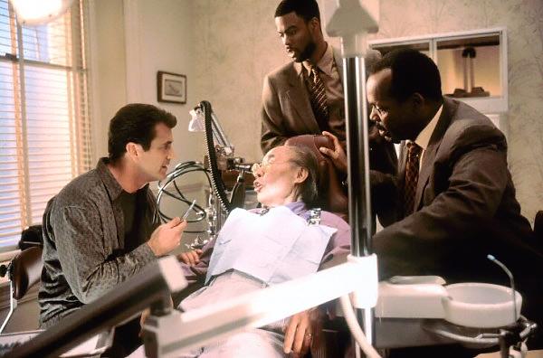 Martin Riggs, Roger Murtaugh, thám tử Lee Butters và bác Benny.