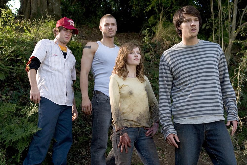 Carly và nhóm bạn sau khi cô bị ngã trong rừng.