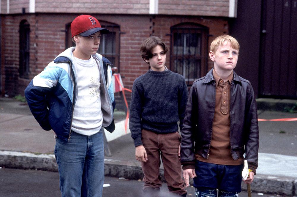 Ba người bạn thân Sean, Jimmy và Dave lớn lên bên nhau.