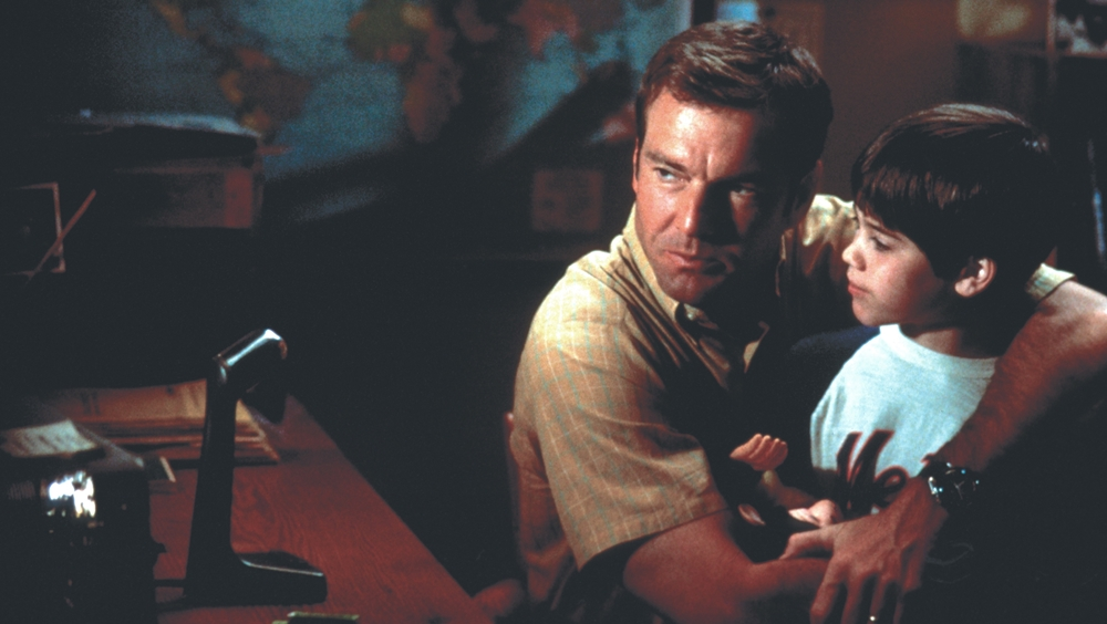 Ngày thơ bé, John luôn rất gần gũi với bố.