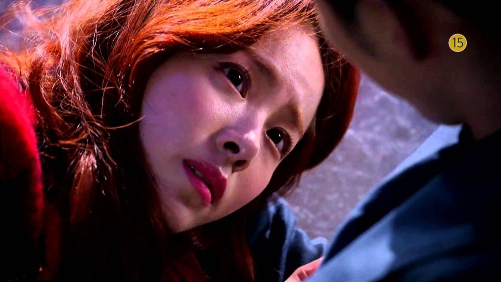 Jang Ha Na là cô gái rơi vào mối tình tay ba với cùng một chàng trai.