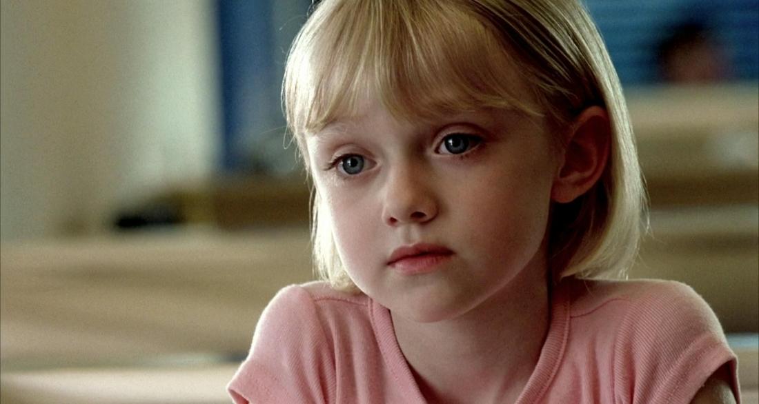 Thần đồng điện ảnh Dakota Fanning trong vai Lucy Diamond Dawson.