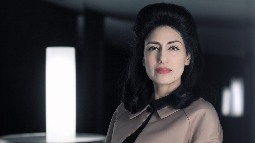 Nữ thủ tướng Nadia Passeron phải đưa ra quyết định nhằm xoa dịu tình trạng căng thẳng giữa hai vùng trong phim ''Trepalium''
