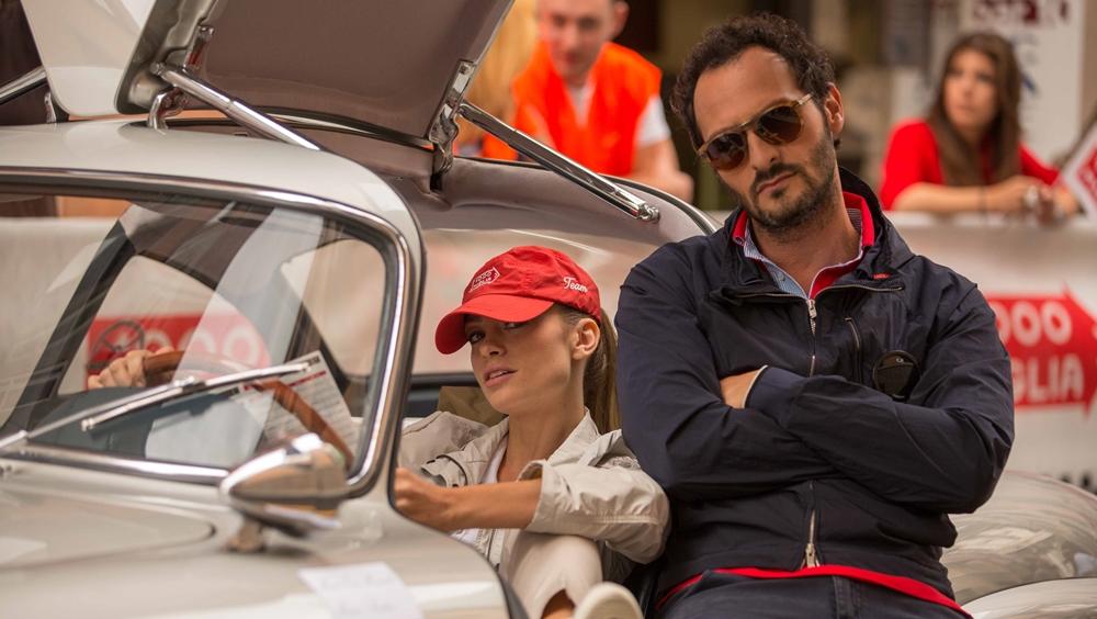 Hai người họ đã lập kế hoạch sửa chữa lại chiếc ô tô cũ và tham gia cuộc đua Mille Miglia.