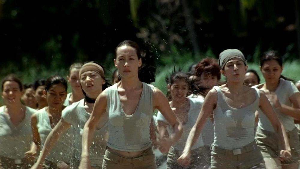 Những bé gái bị đưa tới hòn đảo bí mật để đào tạo thành những nữ sát thủ nhiều năm sau đó.