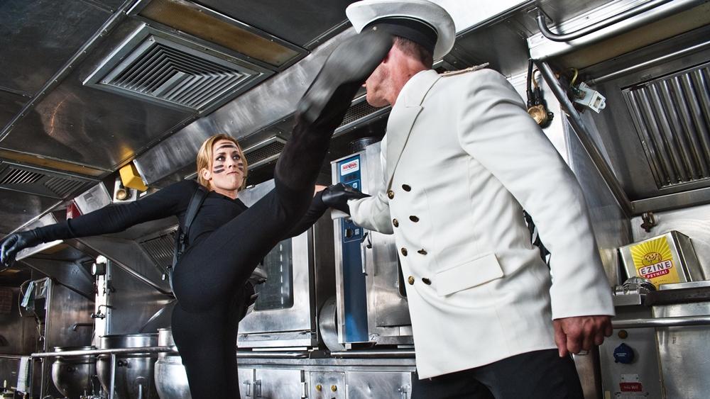 Nina Wenzel được mệnh danh là vũ khí đáng sợ nhất trong đội ngũ mật vụ Đức trong phim ''Kung-Fu Mom - Agent With Kids''