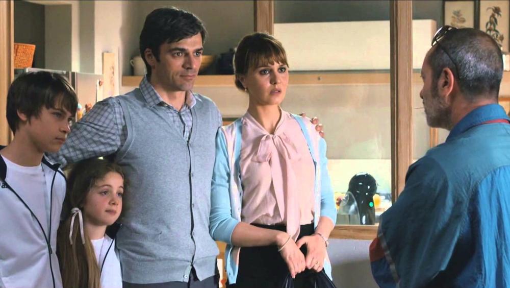 Cristina cùng chồng là Michele đang sống hạnh phúc cùng những đứa con ngoan thì người anh trai Ciro của cô bất ngờ ghé thăm.