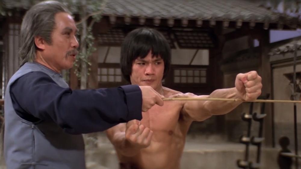 A Kim và Đại Bao cùng đam mê võ thuật, hi vọng một ngày được thỏa chí anh hùng.