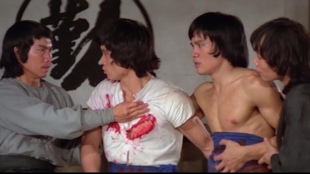 Hai người góp sức giúp đỡ hảo hán Hồng Hy Quan.
