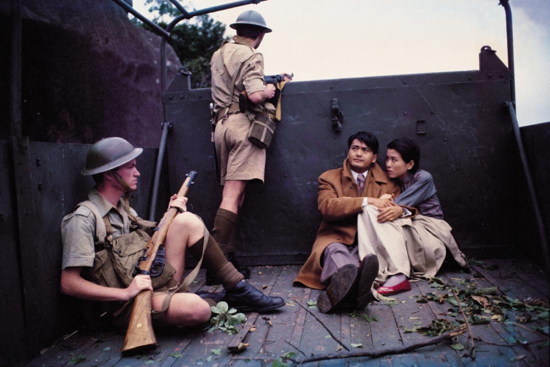 Một cảnh trong ''Love In A Fallen City'' khi chiến tranh nổ ra.