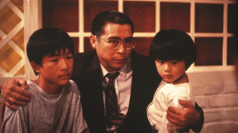 Hai đứa trẻ bên ông ngoại trong phim ''The Story Of My Son''