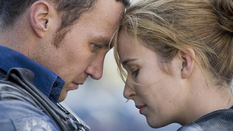 Cặp đôi cảnh sát Brendan Joshua và Grace Barry trong phần 1 của ''Rush''.