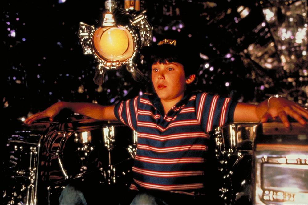 Nhân vật David do Joey Cramer thủ vai.