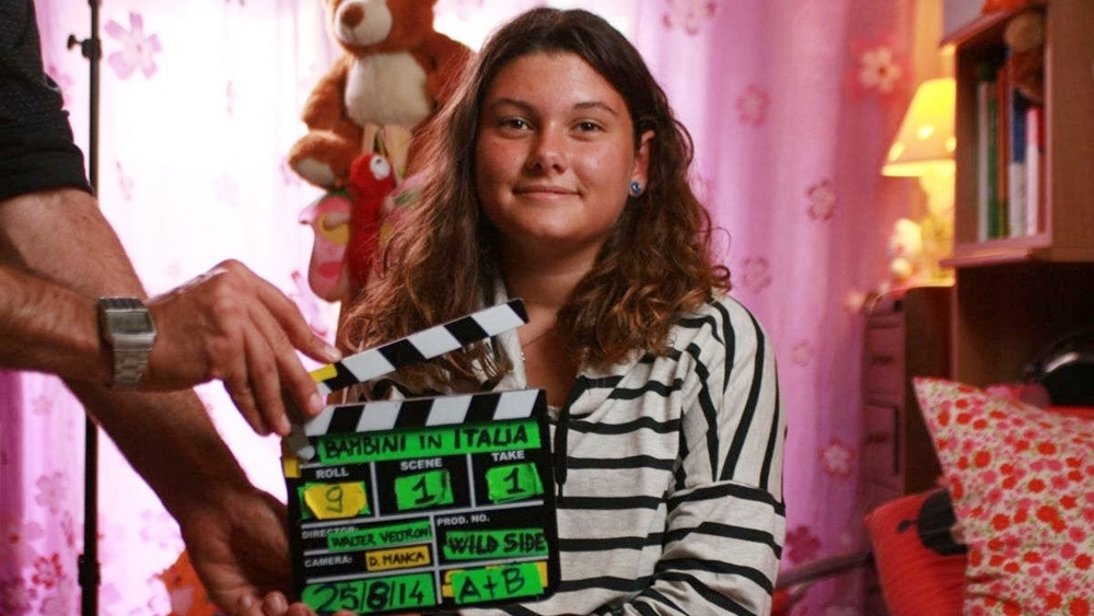 Những cô cậu bé được phỏng vấn riêng biệt và được yêu cầu miêu tả lại cách nhìn nhận của chúng về các đề tài như tình yêu, chúa trời, khủng hoảng hay đồng tính.