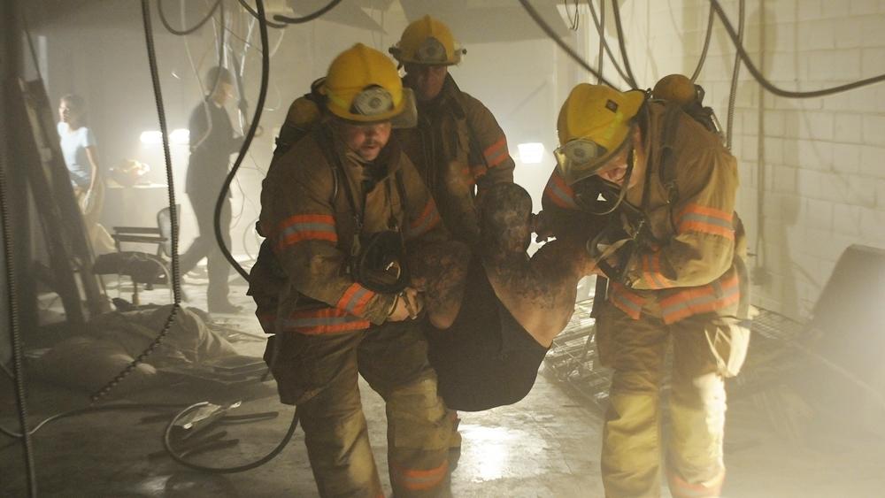 Vụ hỏa hoạn bí ẩn quét sạch nhà tù địa phương là vụ án khiến Thanh tra cứu hỏa Ava Williams chạm trán Điều tra viên liên bang Lee Cooper trong phim ''Fireball''