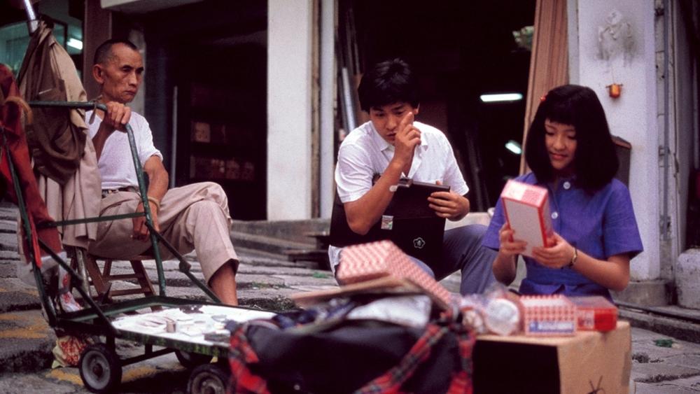 Paul dần thay đổi khi gặp được cô gái tị nạn người Việt Nam tên Thạch.