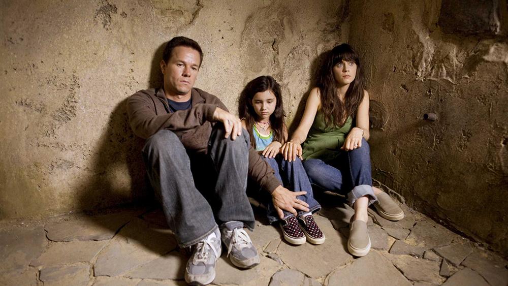 Những biến cố bất ngờ xảy đến, bé Jess đi cùng họ trong cuộc chạy trốn ấy và tình cảm giữa ba con người ngày một khăng khít.