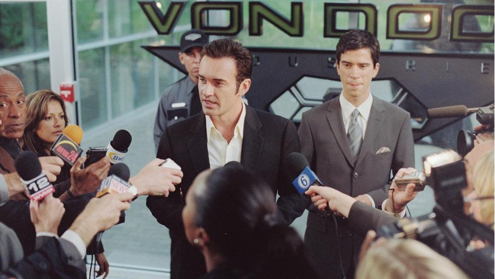 Vượt qua khoảng thời gian đầu bỡ ngỡ, bộ tứ phải hợp lực để cùng chống lại âm mưu của người bạn cũ - kẻ thù mới: Giáo sư Victor Von Doom