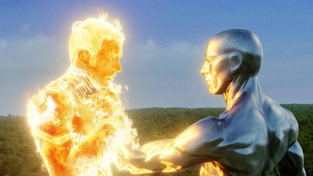 Người Bạc cùng sự nhăm nhe của quái vật Galactus chính là điểm nhấn lớn trong phim ''Fantastic Four: Rise Of The Silver Surfer''
