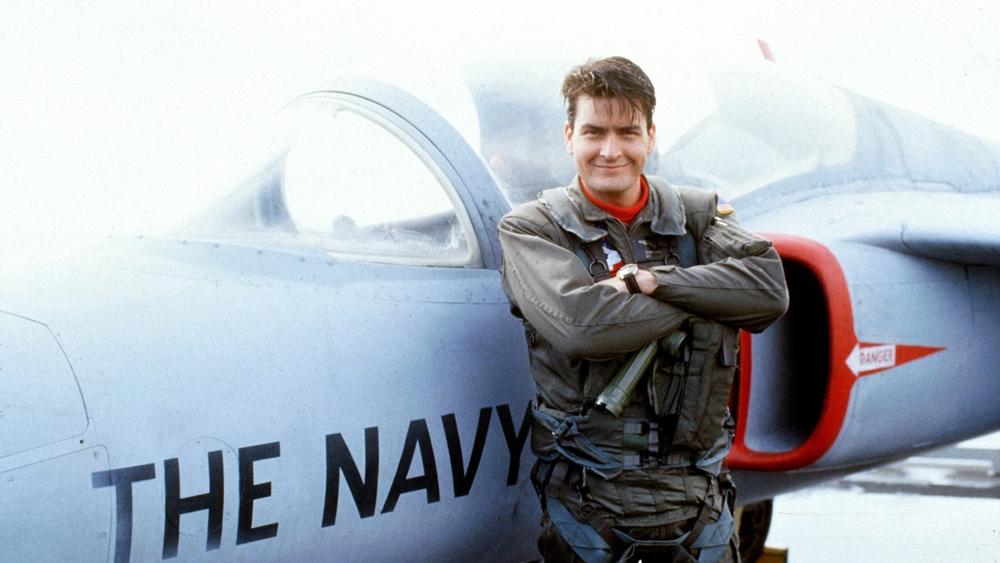 Topper Harley là phi công xuất sắc nhưng lại không chịu tuân lệnh nên từng bị sa thải trong phim ''Hot Shots!''