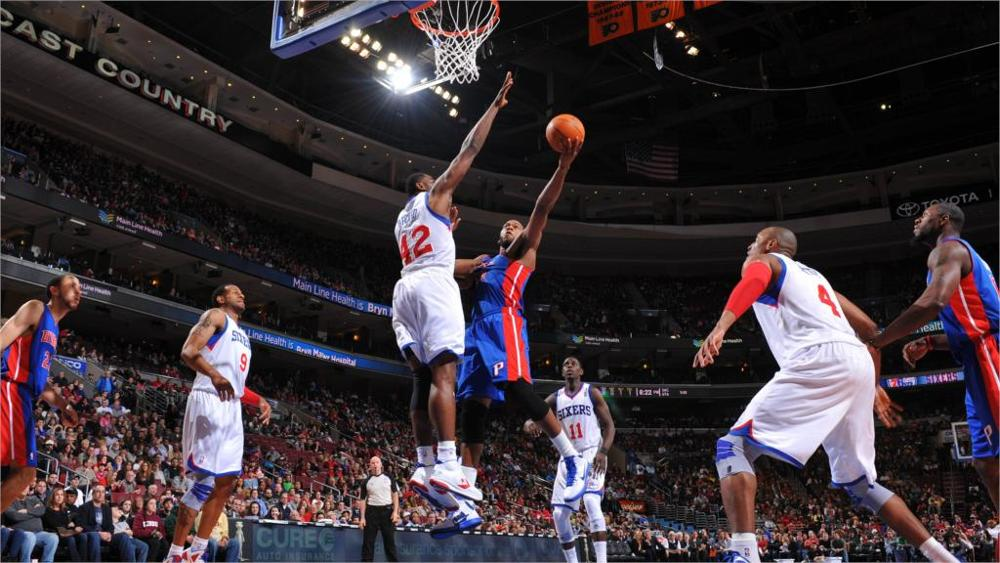 Pha lên rổ điển hình trong các trận đấu bóng rổ.