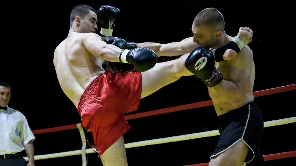 Một trận đấu kickboxing.