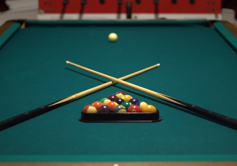 Bàn billiards.