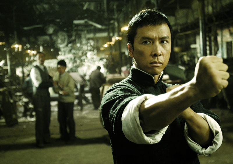 Ngôi sao võ thuật Chân Tử Đan trong một cảnh phim.