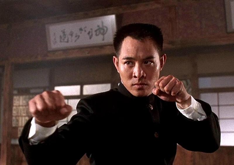 Ngôi sao võ thuật Lý Liên Kiệt trong phim Tinh võ môn.