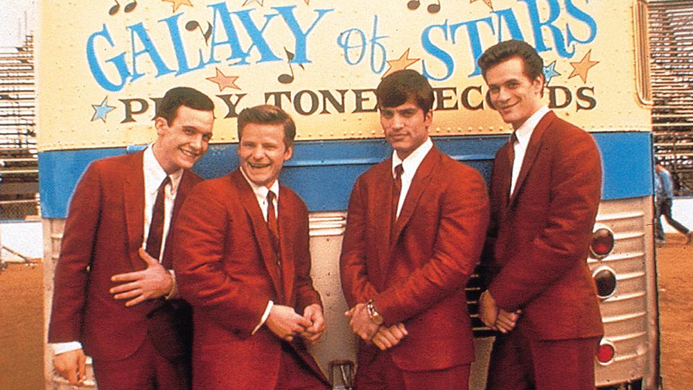 Ban nhạc ''The Wonders'' được tạo nên từ bốn chàng trai trẻ đam mê âm nhạc.