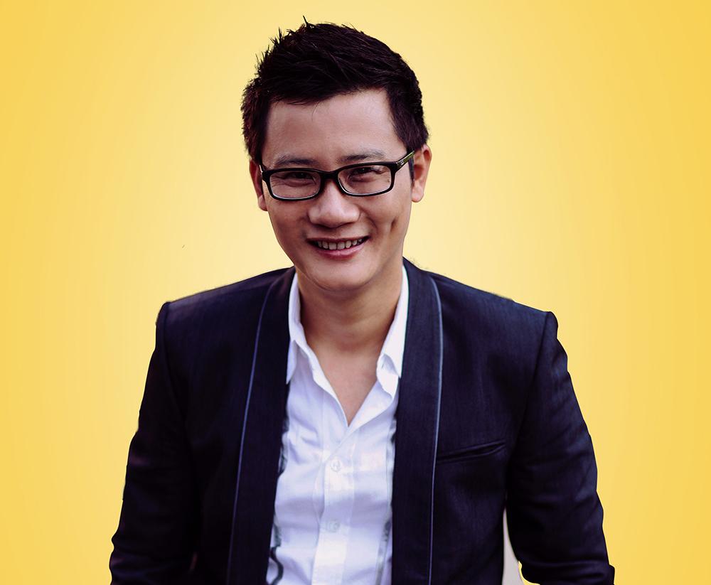 Nam ca sĩ Hoàng Bách trong vai Thiên Tuấn.