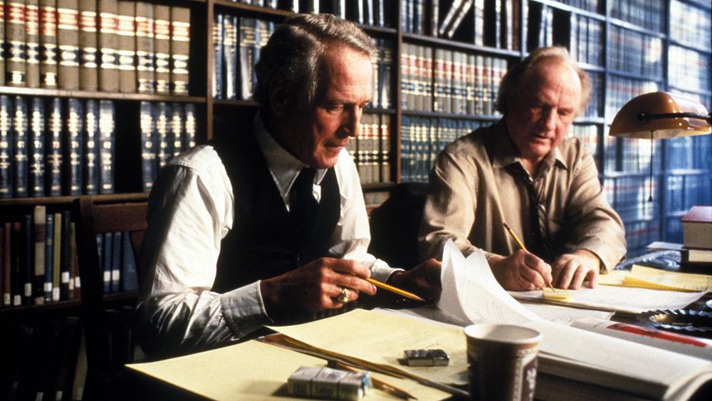 Frank Galvin cùng người đồng nghiệp cũ của mình tham gia vào một vụ kiện khó nhằn.