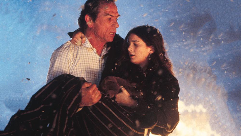 Amy Barnes cùng Mike Roark sau khi cảnh báo mọi người về một ngọn núi lửa sắp phun trào nhưng không được chú ý, hai người tiếp tục liều mình cứu mọi người.