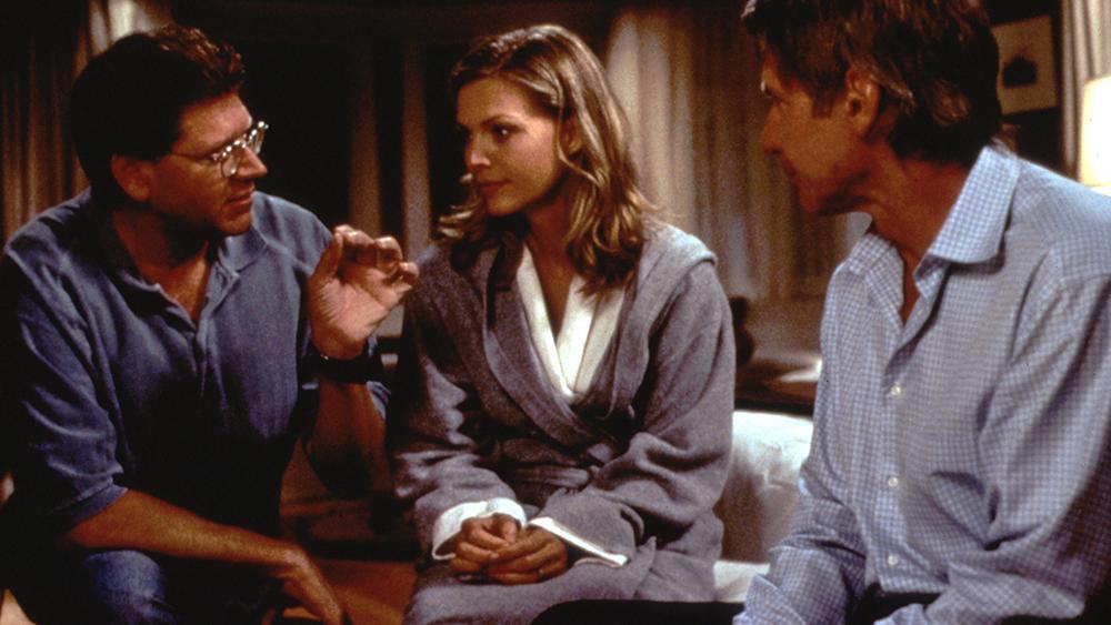 Chồng cô là Norman - một nhà khoa học - nghĩ rằng đó là do cô bị ám ảnh hoặc quá lo lắng nên đã đưa cô đến gặp bác sĩ tâm lý để điều trị.