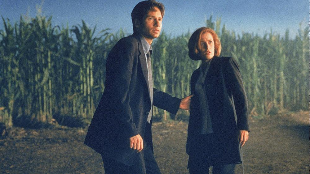 Fox Mulder cùng cộng sự Dana Scully dấn thân vào tìm hiểu bí mật đằng sau hàng loạt những cái chết trong khu vực.