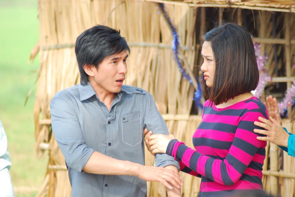 Đan Trường vào vai Hùng - chàng trai tốt bụng nhưng hay gặp vận xui còn Miu Lê đóng vai Hiền - cô sinh viên năng động và giỏi võ.