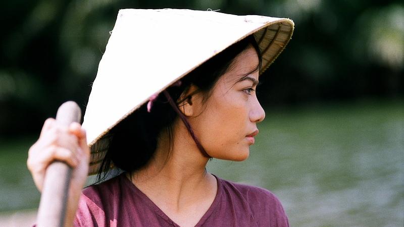 Dần từng có cuộc sống đọa đày, khổ cực từ tấm bé trong phim ''Áo Lụa Hà Đông''