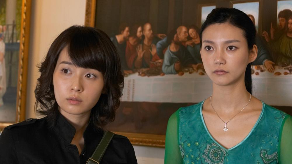 Seo Yeon nhiệt tình đưa Yoon Hee đi khắp nơi, từ ngôi nhà hoang chứng kiến vụ án năm xưa, gặp người chép tranh biết về câu chuyện của Mười.