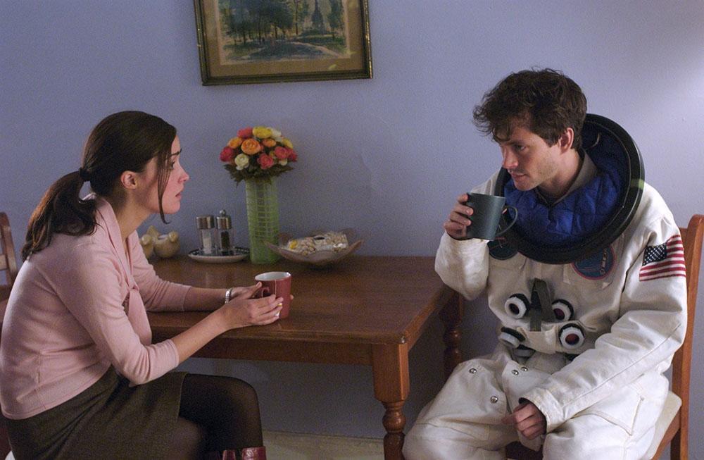 Và rồi, Adam gặp Beth - nữ nhà văn thông minh, xinh đẹp và đang đau khổ vì tình yêu tan vỡ.
