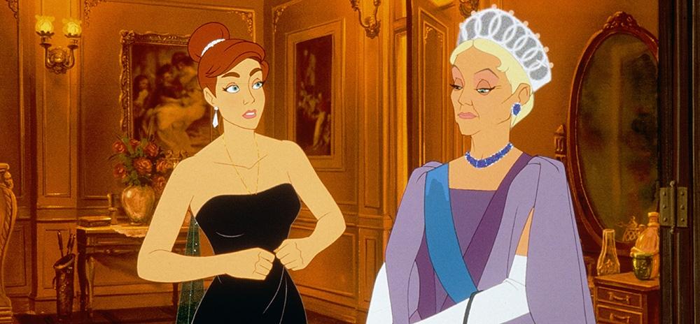 Công chúa Anastasia bên cạnh Hoàng Thái hậu Marie - bà của cô.
