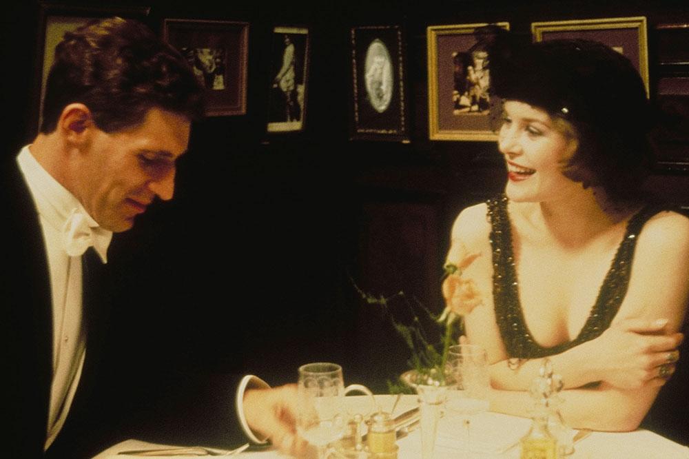 Ben Cross trong vai Harold Abrahams và Alice Krige vai Sybil Gordon.