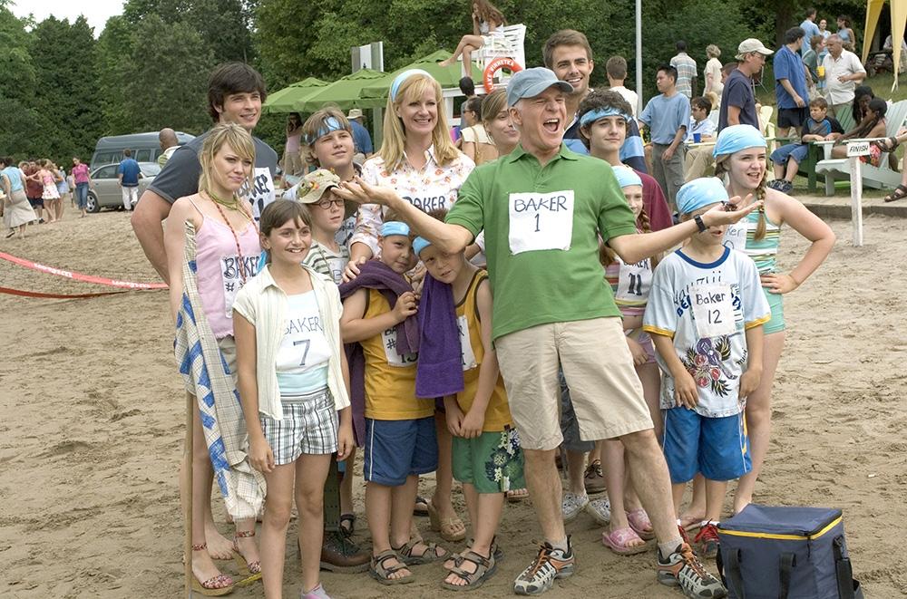 Đại gia đình Tom Baker trước cuộc ''tỉ thí'' với gia đình nhà Muraugh.
