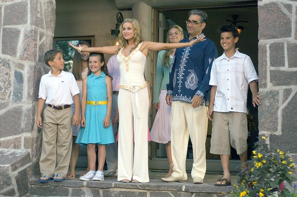 Gia đình nhà Muraugh trong phim ''Cheaper By The Dozen 2''.